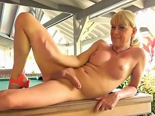 Sexy Cougar Shemale Solo Cum